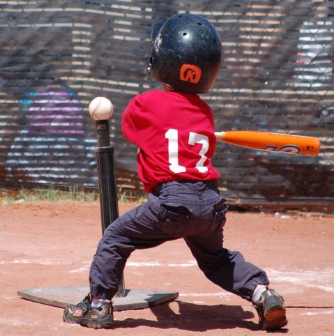 1200px-Tee_ball_player_swinging_at_ball_on_tee_2010.JPG